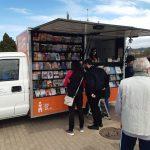"""Видео: """"Зборче"""" - книжарницата на тркала денес се сретна со читателите од Делчево"""