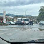 Поради сообраќајка, во прекин сообраќајот на регионалниот пат А3 на влезот кај Делчево.